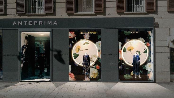 Anteprima punta sugli anni '50 - È la vetrina di Corso Como la protagonista in occasione della Design Week di Milano. Lo stile glamour retrò che richiama gli anni '50 primeggia in scena. - Read full story here: http://www.fashiontimes.it/2017/04/anteprima-punta-anni-50/