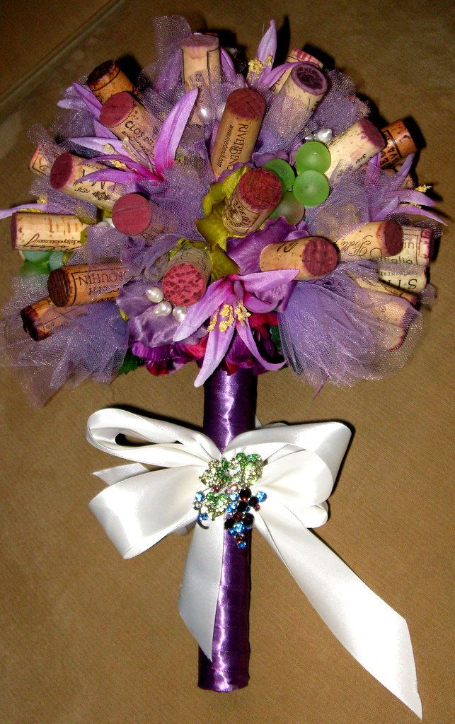 Wine cork bouquet for anniversary party, or last minute wedding! ; ) soon?