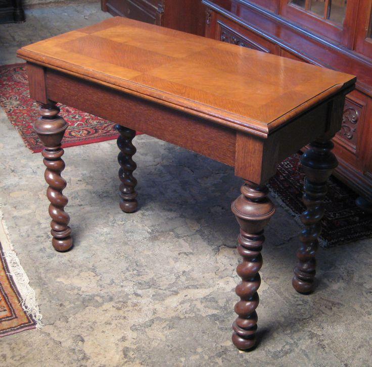 Spieltisch des Danziger Barock  Epoche : Danziger Barock Holzart : Eiche Maße : Länge 88 cm, Höhe 72 cm, Tiefe 43 cm, Tiefe ausgeklappt 86 cm Kennung : Nr. 352