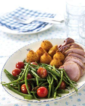 Videorecept voor Varkenshaasje met mosterdsaus, sperzieboontjes met gesmolten tomaat en kroketten | Solo Open Kitchen