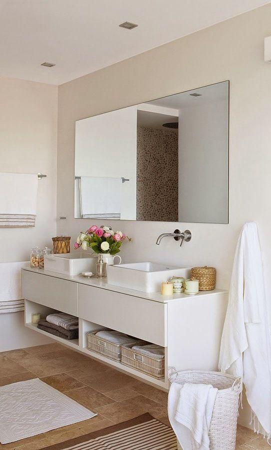 baño con mueble blanco