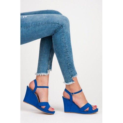 Dámské sandály na klínku Upmer modré AKCE – modrá Pestrá barva a neobvyklý střih jsou to, co potřebujete. Dámské sandály na klínku vám nabízí vše, co v létě oceníte. Nohy se vám nebudou nikde zapařovat, …