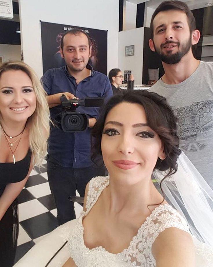 Yaz düğünleri başladı �� #aliihsan_demirr #tapoz #hairstyle #hairdesign #manikür #saç #sac #hair #tarz #moda #gelin #gelinlik #trand #sarı http://turkrazzi.com/ipost/1518899054649947909/?code=BUUNqSKFjcF