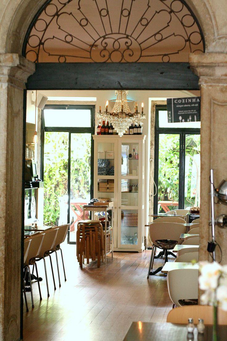 Royale Cafe, Largo Rafael Bordalo Pinheiro 29 R/C, 1200-369 Lisboa