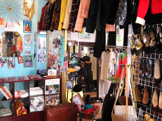 Chinemachine owner Martine Chanin from NY. 18th arrondissement. lots of vintage looks. TL Nov 2015