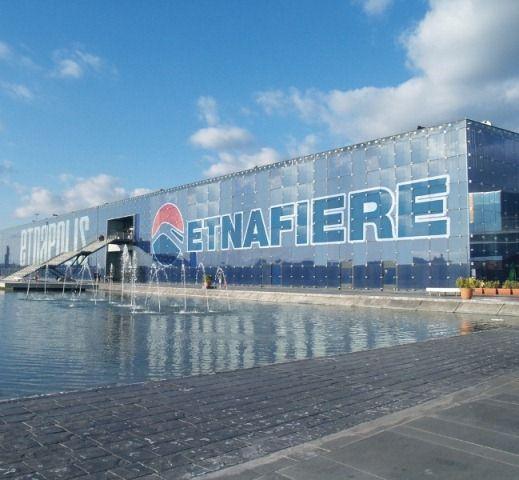 Etnafiere è il centro fieristico situato nelparcocommerciale di Etnapolis. www.etnafiere.it.