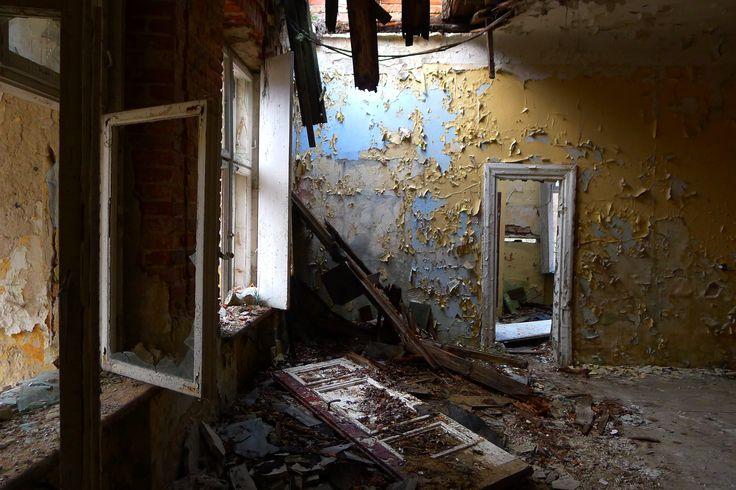 Opuszczony dwór pod Warszawą