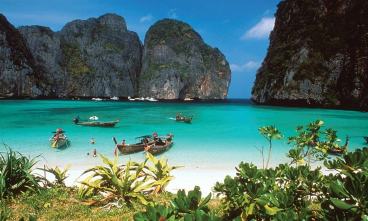 Maya Bay Koh Phi Phi in Thailand :http://travellingcolors.com/maya-bay-koh-phi-phi-in-thailand.html