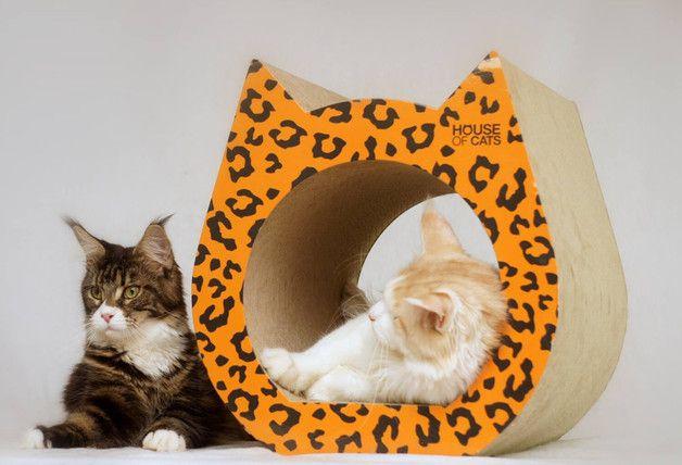 Für Kater, Katzen und kleine Kätzchen – der Cat Kratzbaum ist eine praktische, besondere Lösung im Bereich der Accessoires für Katzenfreunde. Der Kratzbaum wurde aus natürlichen Materialien...