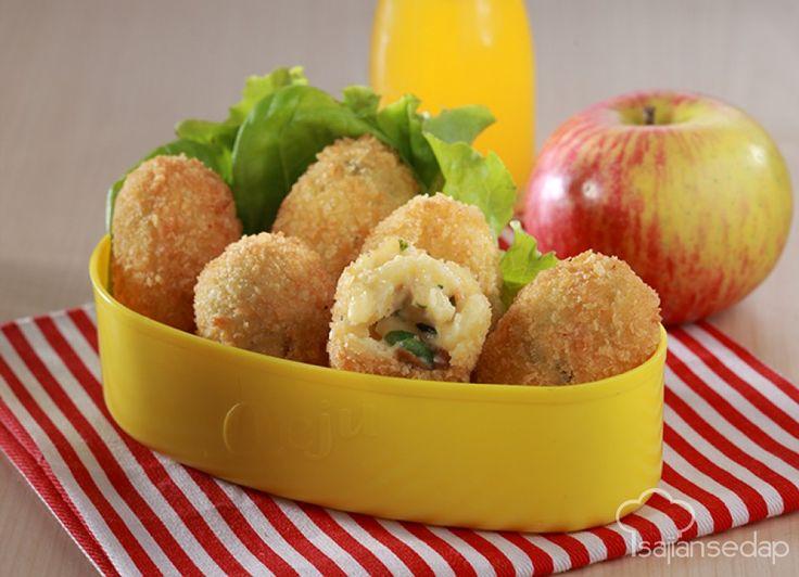 Bola-bola makaroni ini memang lezat. Tambahkan keju, jamur dan udang, rasanya pun makin mantap. Makaroni Goreng Keju Jamur ini bisa jadi menu sarapan atau kudapan sore yang asyik.