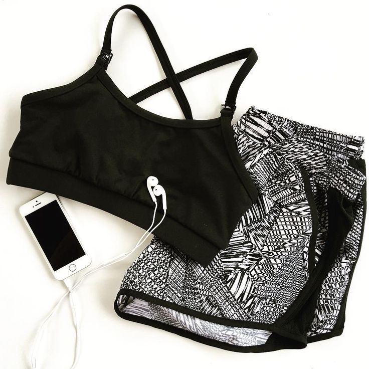 Paired perfectly // A bit Monday monochrome inspo.  Start your week in style with our signature Cleo Midnight Ash!!! With high performance fabric thats moisture wicking, breathable & quick drying. Feel supported with the inner power mesh for extra stability and comfort. #krewactive #breastfeedinginmyactivewear #fitmom #fitspo #activemum #pregfit #pregnancy #mom #bbgmums #newmom #babybump #nursingsportsbra #healthylifestyle #activeliving #activewear #relaxfeedbreath #yoga #blogger #monday