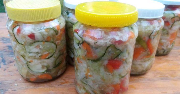 Mennyei Csalamádé télire recept! Ezt a savanyúságot azért szereti a családom, mert sokféle zöldségből van, az összeért ízek isteniek, és rengeteg vitamin van benne.