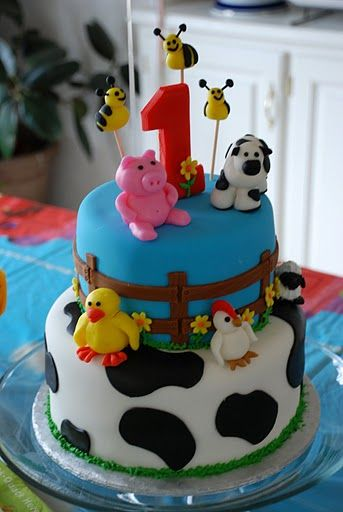 farm cake... only missing the tractor!