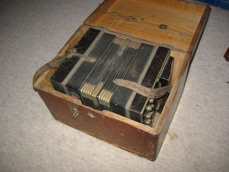 Interesting, small and old concertina or bandoneon?. No makersname to be found. The size of the body is 7 1/8 ; 6 3/4 ; 8 3/4'. (18 /17/22cm). The instrument needs service and cleaning. it is diatonic. | eBay!