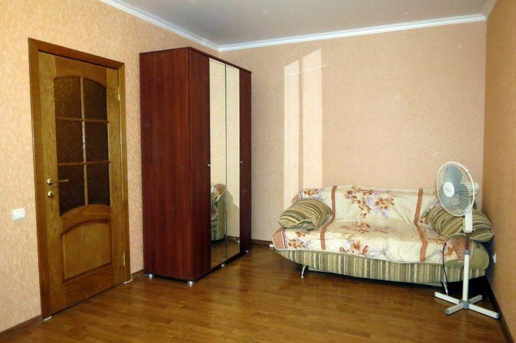 Предлагаем для долгосрочной аренды в Ставрополе  1 - комнатная квартира по адресу Ленина 482/1, СТАВНИИГИМ (Дачная) , ремонт современный,кухонный гарнитур, шкаф-купе, мягкая мебель, общей площадью 44 кв.м, дом Кирпич, Центральное отопление, Газ-плита, наличие бытовой техники - стиральная машина (+), холодильник (+), телевизор (ЖК),парковка огороженный двор, номер объявления - 35223, агентствонедвижимости Апельсин. Услуги агента только по факту заключения договора.Фотографии реальные…