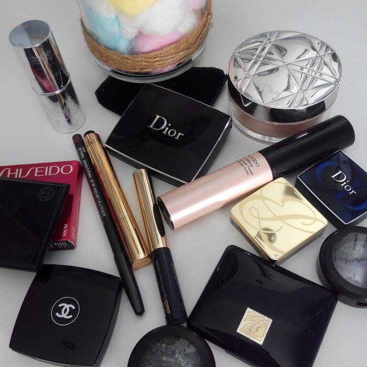 Muchas nos preguntáis qué productos utilizo en mis maquillajes... Ahí va un adelanto. Para el día de vuestra boda, contratad a maquilladoras profesionales que utilicen productos de alta gama, no os dejéis engañar... Creedme, merece la pena. El resultado es mucho mejor. Amamos nuestro trabajo!!