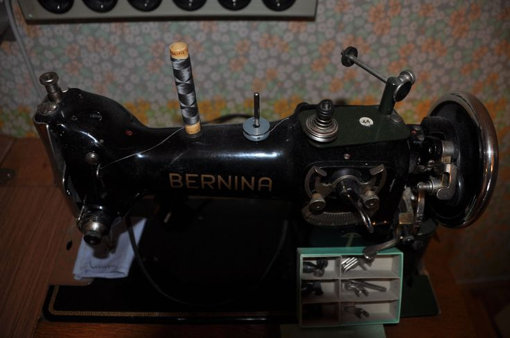 152 best bernina images on pinterest sewing machines treadle sewing machines and abdominal. Black Bedroom Furniture Sets. Home Design Ideas