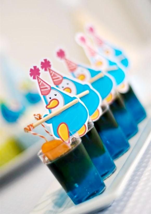 Penguin themed birthday party ideas perfect for winter parties, play dates or Holiday celebrations! | via BirdsParty.com @birdsparty