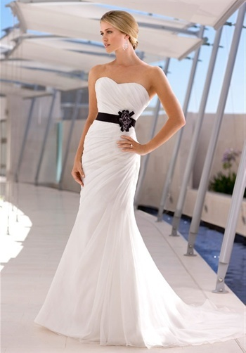 This is like, my PERFECT dress. Maybe a different color in the middle? but I love black too!!