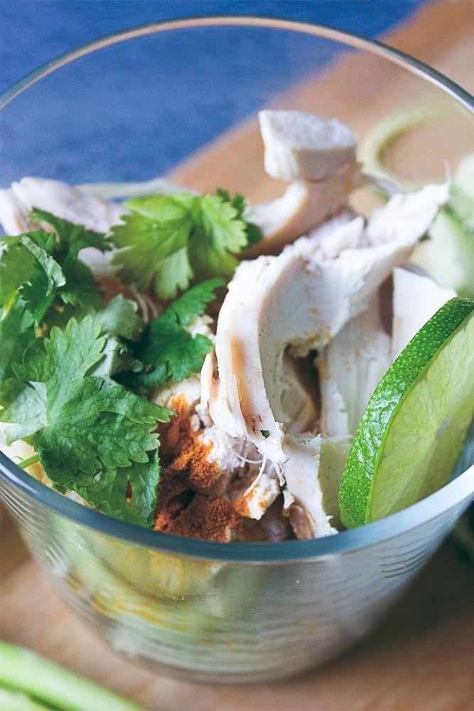 Thai-inspirerad kycklingsoppa med zucchini-nudlar