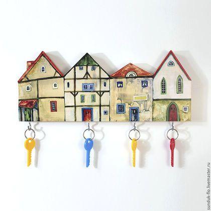 Купить или заказать Ключница настенная Домики в интернет-магазине на Ярмарке Мастеров. Оригинальная настенная деревянная ключница Домики станет украшением вашей прихожей. 4 крючка для ключей, две металлические петли, чтобы надежно закрепить ключницу на стене. Компактные размеры позволяют разместить ключницу в узких простенках и на колоннах.