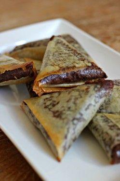 Samoussa au chocolat. La banane peut être remplacée par d autres fruits exemple poire ****