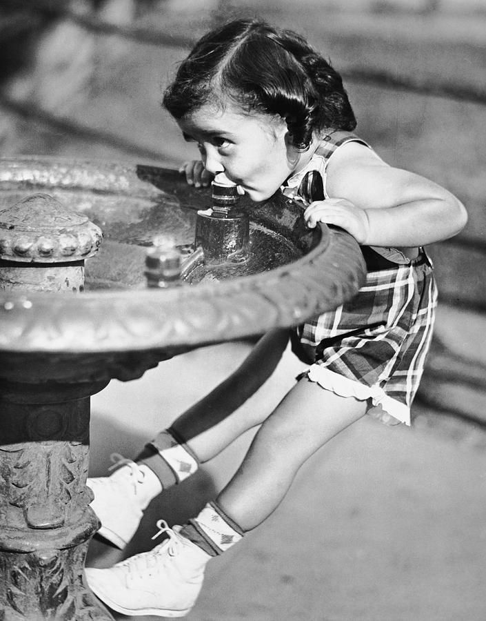 : Water Fountains, Kids, Young Girls
