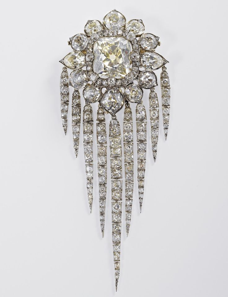 Jewelry News Network: Queen Elizabeth's Diamond Jubilee Jewelry Exhibition