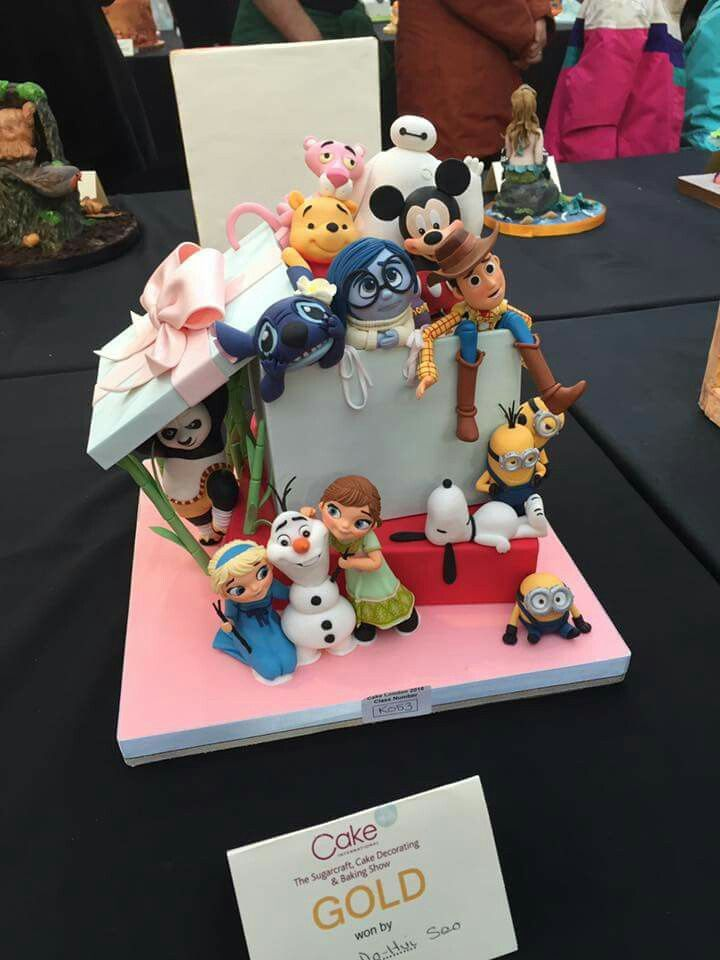 So beautiful and well done! Cartoon characters  cake!!