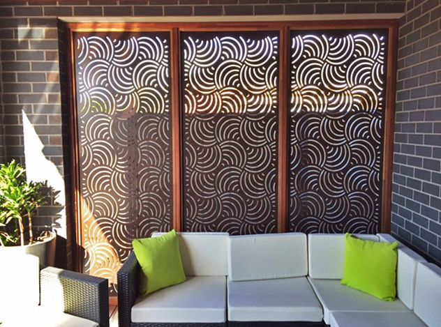 Here's a lovely outdoor lounge with one of our highest privacy % designs, 'Altona', in compressed hardwood. #patio #deck #privacyscreens