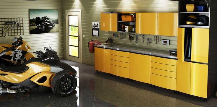 aménager un garage moderne avec des meubles jaunes, lambris PVC et carrelage en grès cérame