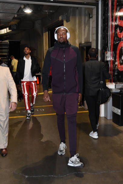 Kevin Durant of the Golden State Warriors enters the arena before the game against the Los Angeles Lakers on December 18 2017 at STAPLES Center in...