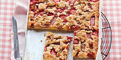 Erdbeer-Rhabarber-Kuchen Rezept | Küchengötter