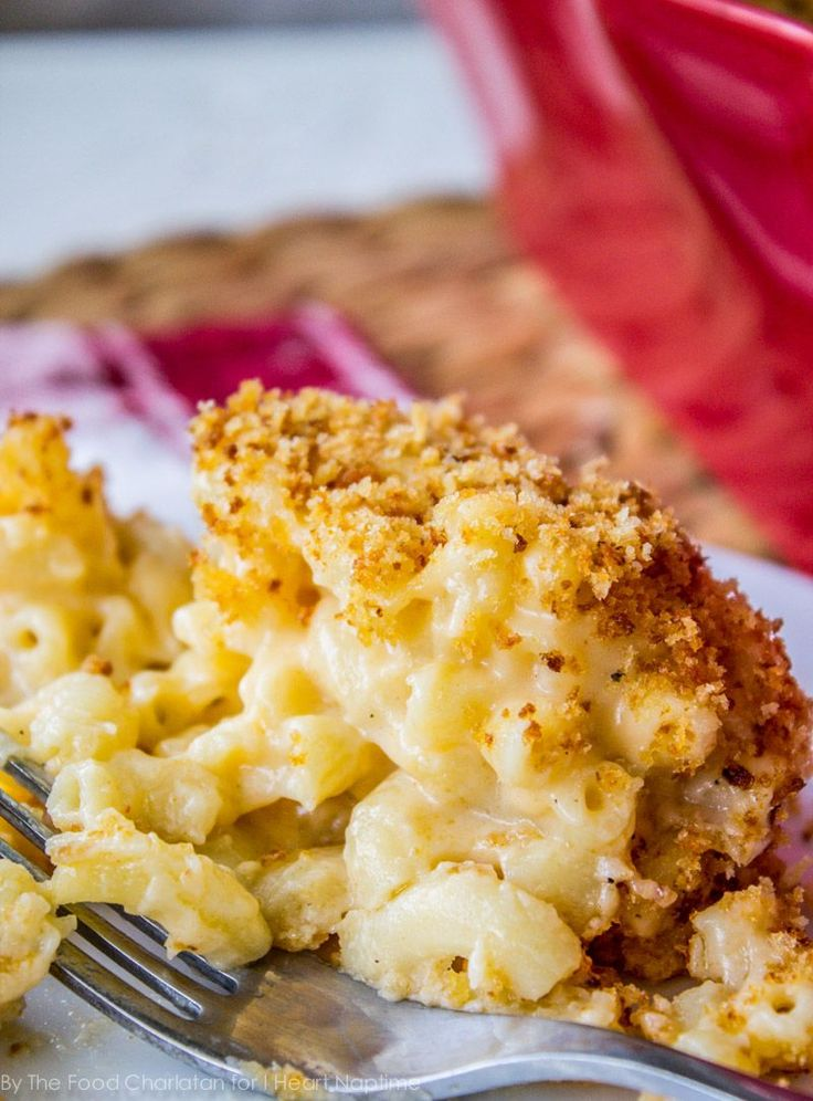 Gouda Mac and Cheese - creamy and delicious mac and cheese for these chilly winter nights AND easy to put together on busy weeknights!