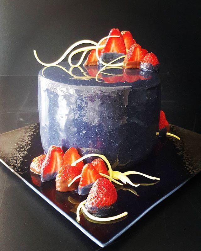 #resiscakeart #sugarart #sugarpulling #chocolate #chocolatestrawberries #chocolatemud #caramel #birthdaycake #mirrorglaze #galaxy #southwestfood #margaretriver #busselton #dunsborough