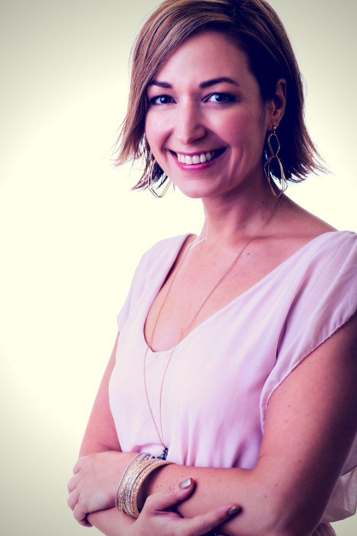 Csorba Anita, az Inspirációk Csorba Anitától alapítója. Szeret inspirálni, létrehozni, újraálmodni dolgokat, és szebbé tenni környezetünket, megörvendeztetni másokat kreálmányaikkal.