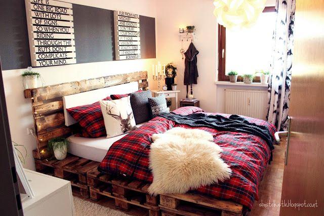 grauer Streifen übern Bett für Bilder, deko etc