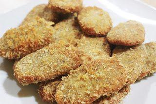 RESEP NUGGET TEMPE YANG GURIH. Nugget biasanya dibuat dari bahan daging, entah itu daging ayam atau daging sapi dengan cara digiling halus yang kemudian dibentuk persegi empat atau bulat pipih yang mana permukaannya dilapisi dengan tepung berbumbu.