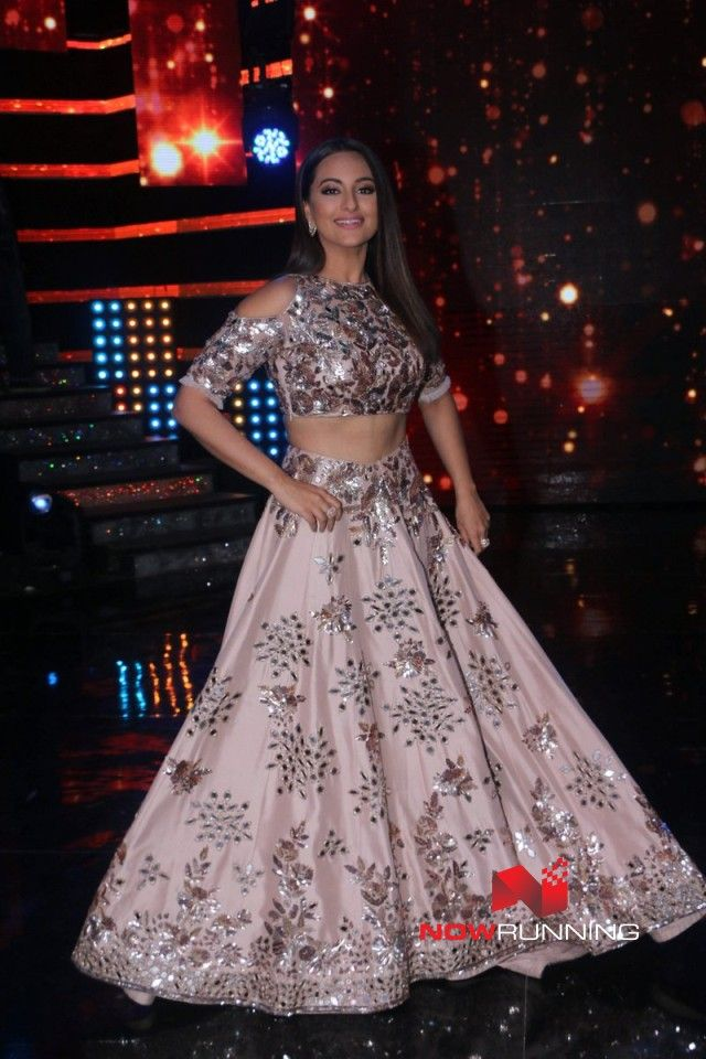 Sonakshi Sinha promotes Noor on the sets of Nach Baliye