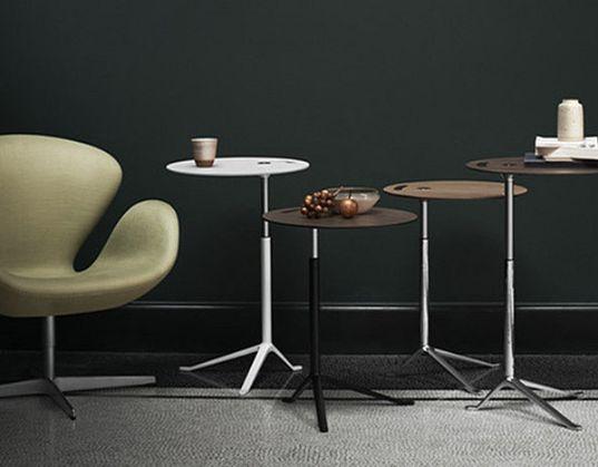 LITTLE FRIEND La mesa multiusos Little Friend es un mueble pequeño, pero significativo en la historia de Fritz Hansen por su innovador diseño. Es una solución flexible, multifuncional y adaptable a los retos de las nuevas formas minimalistas de vivir y trabajar. Perfecta tanto para el notebook como para el café de la mañana. La versión con altura ajustable encaja en todo tipo de espacios: oficinas, áreas lounge, salones.