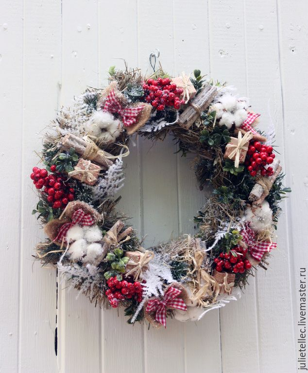 Купить Рождественский венок - бежевый, красный, рождественский венок, венок на дверь, декор дома
