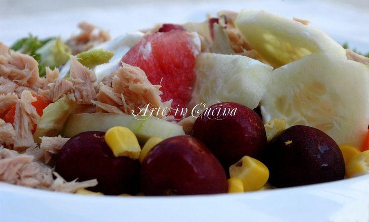Insalata light tonno frutta yogurt greco