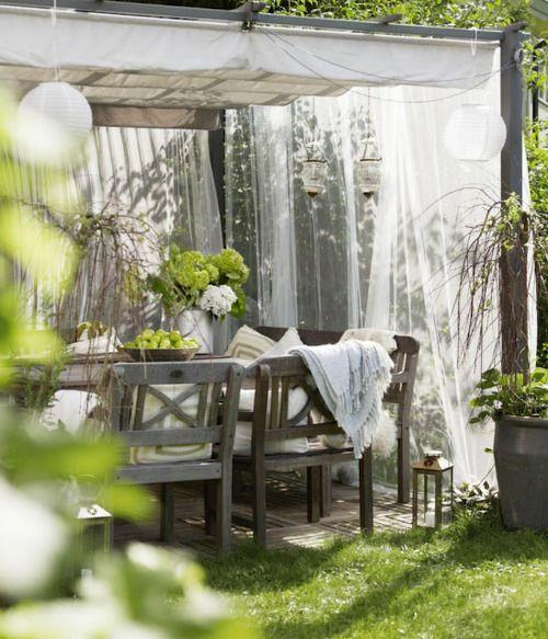Peaceful pergola - Great idea for an outside patio