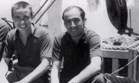 Los fotógrafos Faustino y Paco Mayo a bordo del Sinaia. AGN. Imagen tomada del libro: Verónica Rivera Suárez y Raúl Godínez, México a través de los Mayo. Paco y Faustino Mayo, México, Segob, AGN, Conaculta-Fonca, 2002, p. 95.