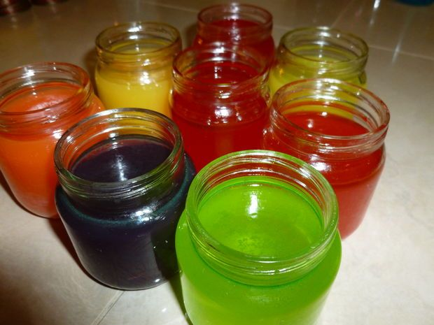 Homemade Air Freshener Gelby DeandrasCrafts. If you are fed up with breathing chemical air fresheners at home, these natural ones are for you.