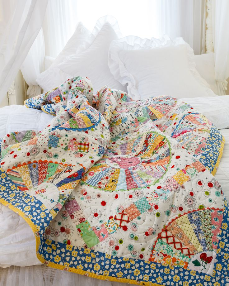 30s Wheel, retro quilt with vintage doilies and reproduction fabrics. By Chris Jurd and published in Australian Homespun magazine 2015 January issue (No 16.1)
