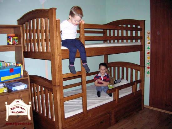 Ágymester emeletes ágy tölgyfából