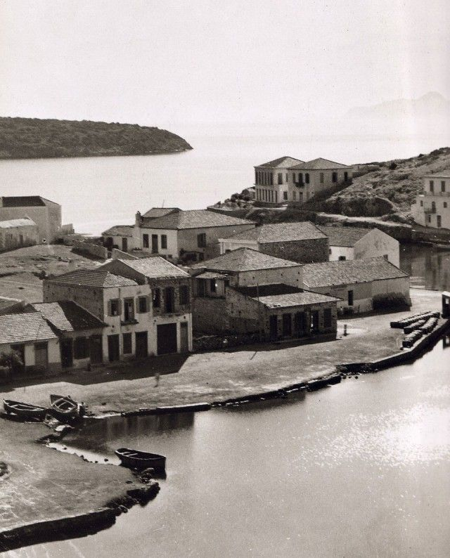 1920 ~ Agios Nikolaos, Crete (photo by Fred Boissonnas ... www.lifo.gr)