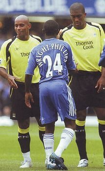 Chelsea 3 Man City 0 in Aug 2006 at Stamford Bridge. Shaun Wright-Phillips meets his old team mates before kick off #Prem
