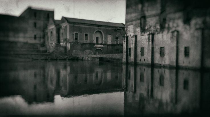 Central hidroeléctrica y Molino en Badajoz. Foto tomada con un Moto G a 3.8 Mp y editada con Photoshop CC con filtro HDR.